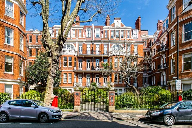 3 bed flat for sale in Fitzjames Avenue, London