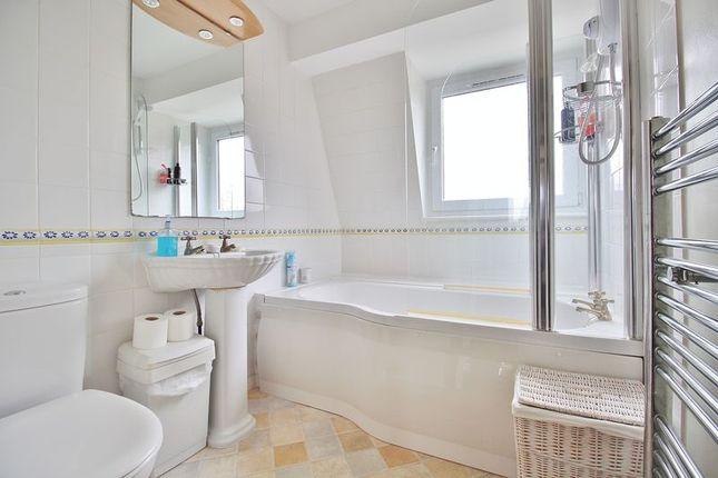 Bathroom of Marine Court, Southsea PO4