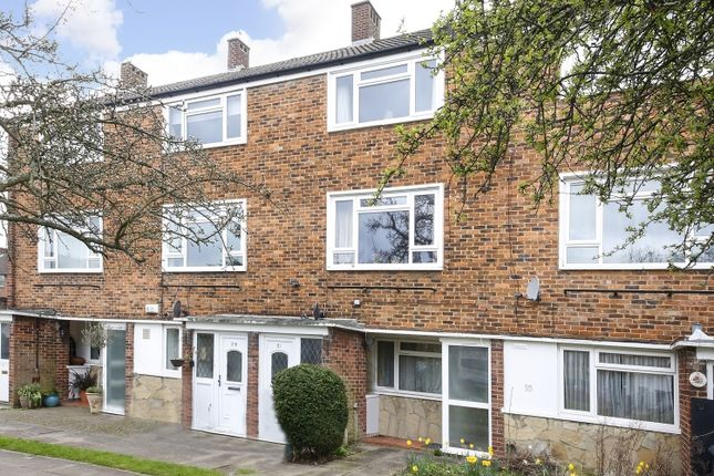 Maisonette for sale in Carston Close, London