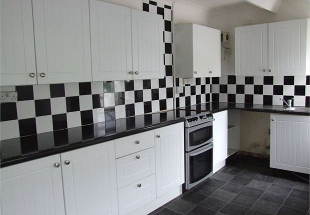 Thumbnail Flat to rent in 17/18 Dunraven Street, Tonypandy