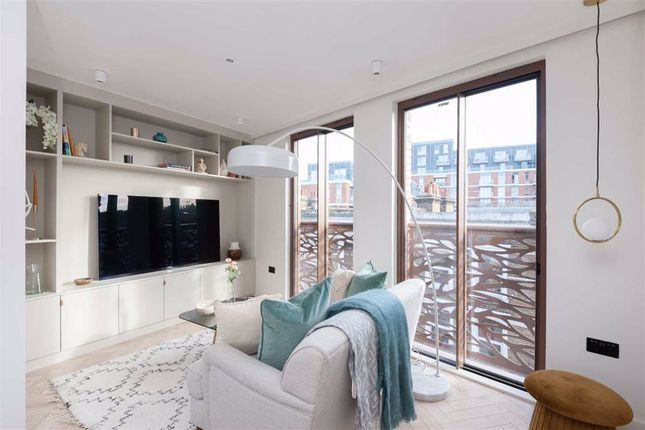 1 bed flat for sale in Market Place, London W3