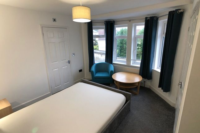 Thumbnail Room to rent in Flanshaw Lane, Flanshaw, Wakefield