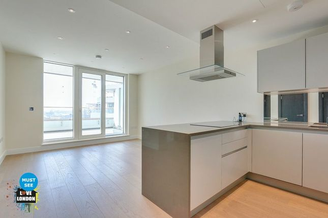 Thumbnail Flat For In Queenstown Road London