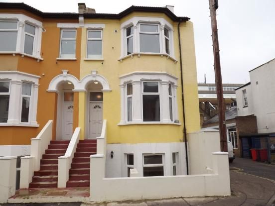 Thumbnail Flat to rent in Weston Road, Southend-On-Sea
