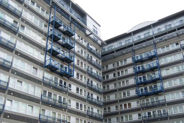 1 bed flat to rent in The Vista Building, London