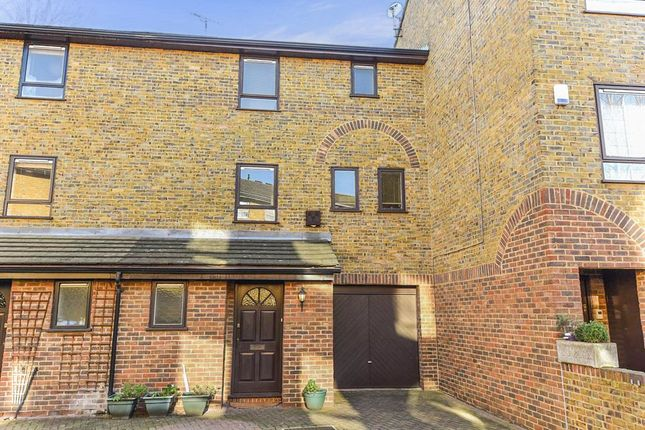 3 bed town house for sale in Abinger Mews, London