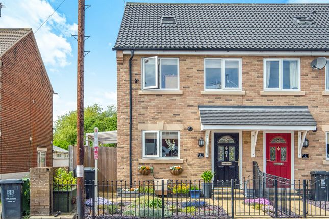 Thumbnail Town house for sale in Yarmouth Road, Caister-On-Sea, Great Yarmouth