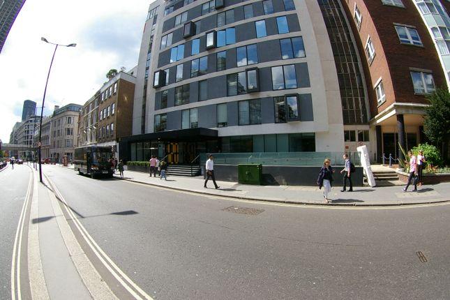 Retail premises to let in Aldersgate Street, London