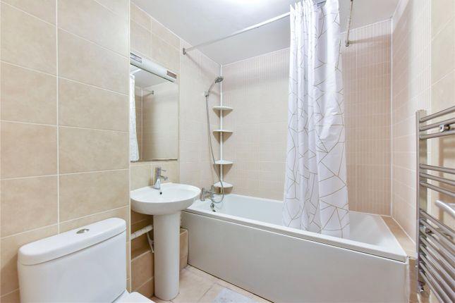 Bathroom of Thomas More Street, London E1W