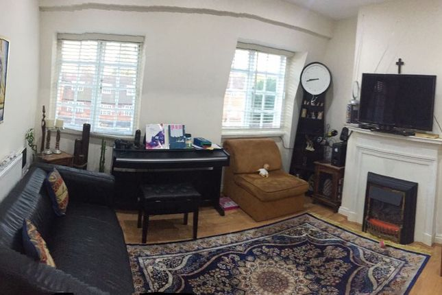 2 bed flat to rent in Falloden Way, Hampstead