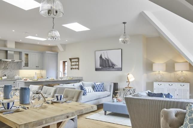 Thumbnail Flat for sale in Kings Drive, Midhurst, West Sussex