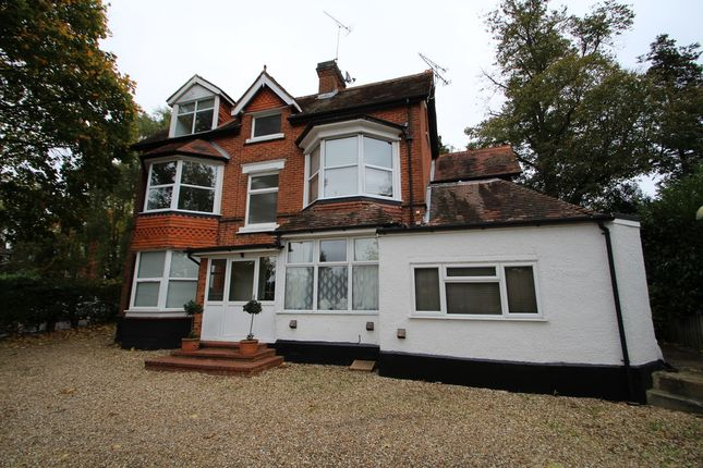 Thumbnail Flat to rent in Heatherley Road, Camberley