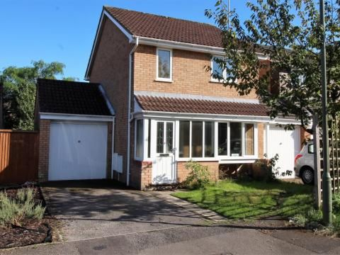 Thumbnail Link-detached house for sale in Caernarvon, Frimley