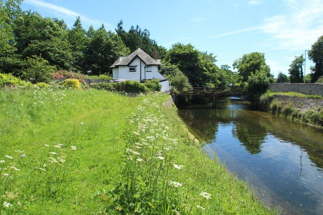 Thumbnail Cottage for sale in Longbridge Road, Marsh Mills, Plymouth