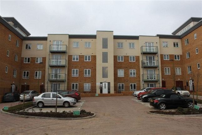 Thumbnail Flat to rent in Lockwood Court, Todd Close, Borehamwood, Hertfordshire