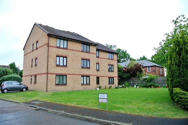 1 bed flat to rent in Escott Place, Ottershaw, Chertsey KT16
