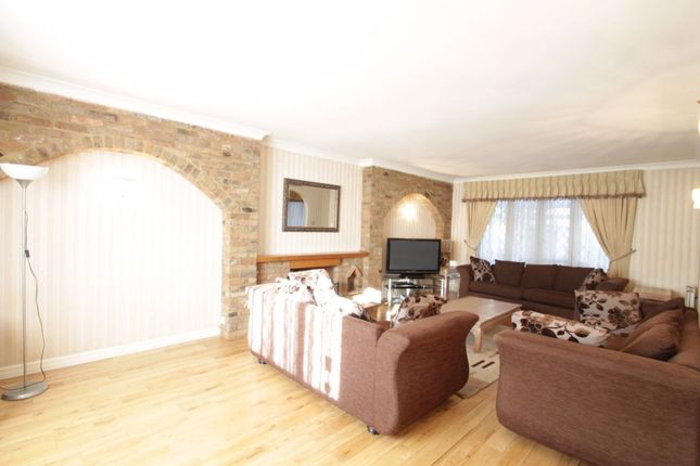 Thumbnail Detached house to rent in Hendon Avenue, London