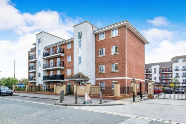 Thumbnail Flat to rent in Chantry Close, London