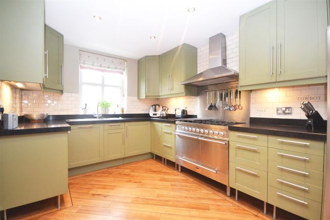 Thumbnail Town house to rent in Herons Place, Isleworth