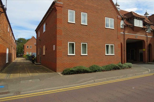 Thumbnail Flat to rent in Berkeley Court, Sleaford