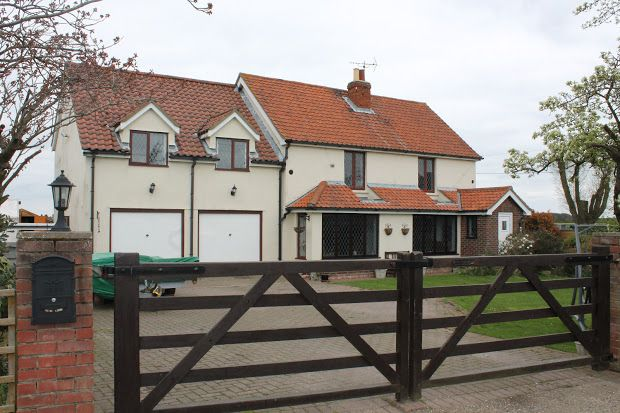 Thumbnail Cottage for sale in Lucas Lane, Clacton-On-Sea