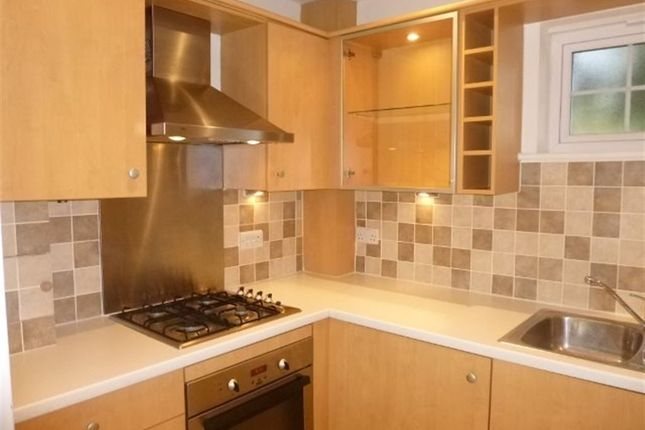 2 bed flat to rent in Reading Road, Chineham, Basingstoke