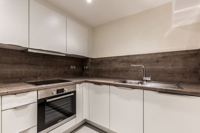 Thumbnail Flat to rent in 54-56, Lattimore Road, Welwyn Garden City
