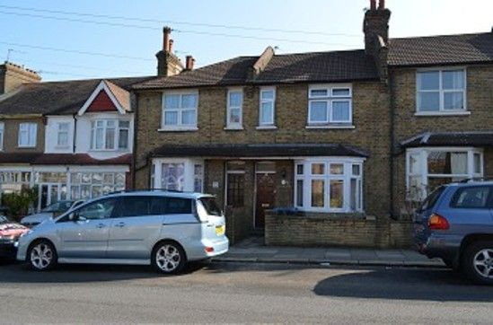 Thumbnail Cottage to rent in The Wells, London