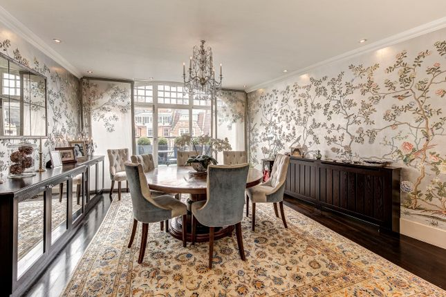 Flat for sale in Kensington Court, London
