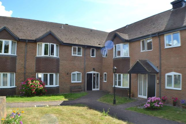Thumbnail Flat For Sale In Ferndale Court Thatcham