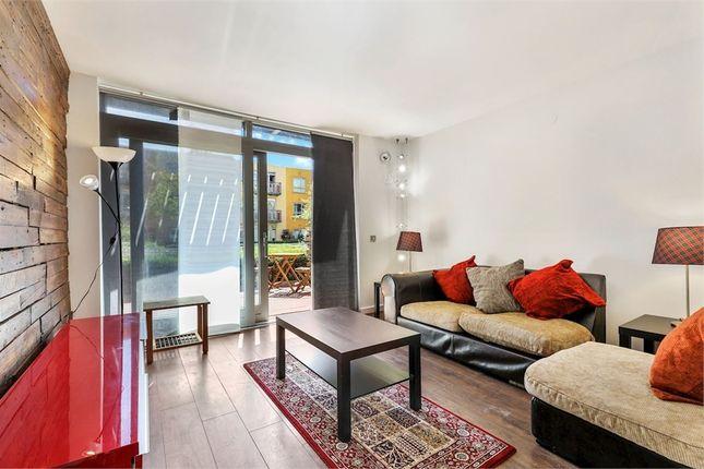 Thumbnail Flat to rent in John Harrison Way, London
