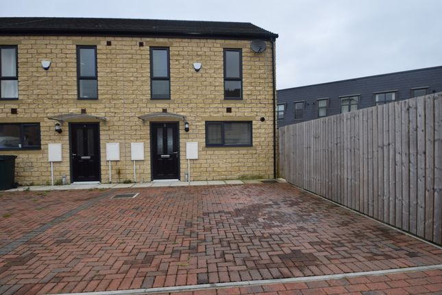 Thumbnail Town house to rent in Red Holt Drive, Keighley