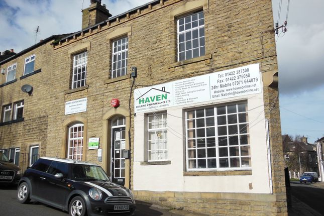 Commercial property to let in Station Road, Holywell Green, Halifax