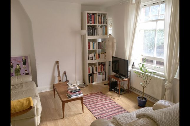Thumbnail Flat to rent in Swanfield Street, London