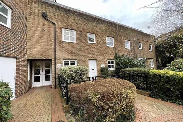 Thumbnail Flat to rent in Melville Place, Islington, London