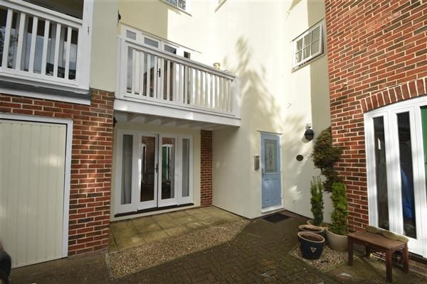 Thumbnail Flat to rent in Prospect Road, Wellington Gate, Hythe