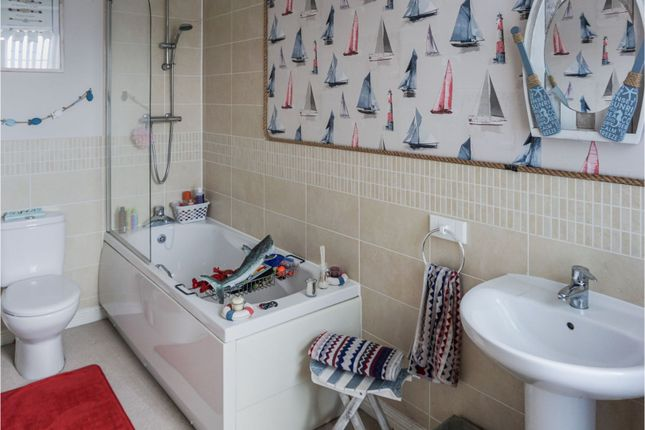 Family Bathroom of Carpenters Close, Wragby LN8