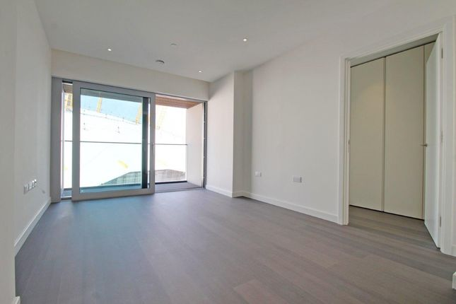 Thumbnail Flat to rent in Cutter Lane, London