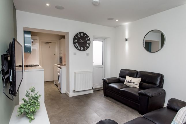 Thumbnail Shared accommodation to rent in Darnley Street, Stoke-On-Trent