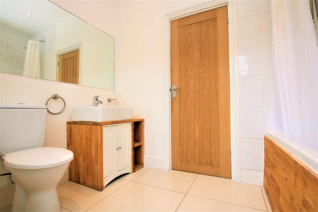 Bathroom of Leverson Street, Streatham / Mitcham Borders SW16