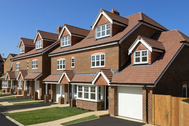 Thumbnail Semi-detached house for sale in Rusper Road, Ifield, Crawley