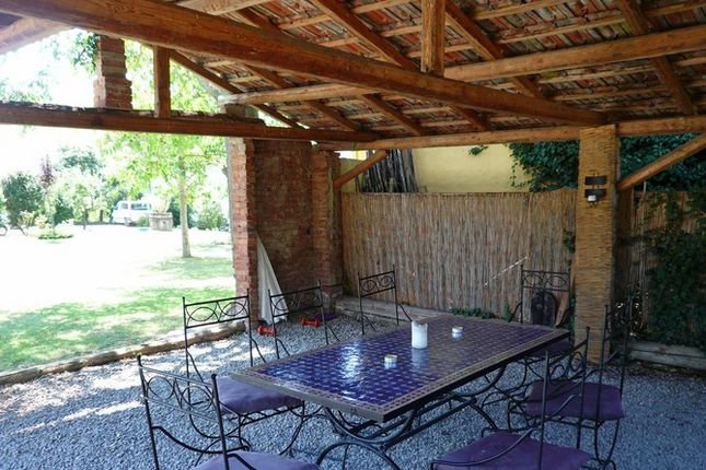 Dining Outside of Molino Dello Zoppo Val di Chio, Castiglion Fiorentino, Tuscany