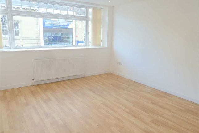 Thumbnail Flat to rent in Victoria Road, Swindon, Wiltshire