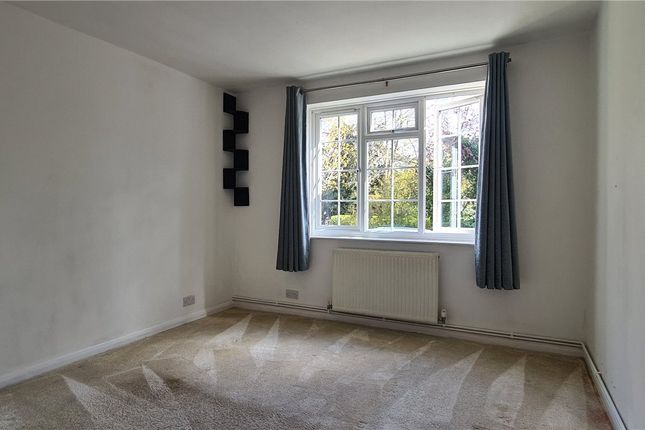 2 bed flat to rent in Durham Road, Bromley, Kent BR2