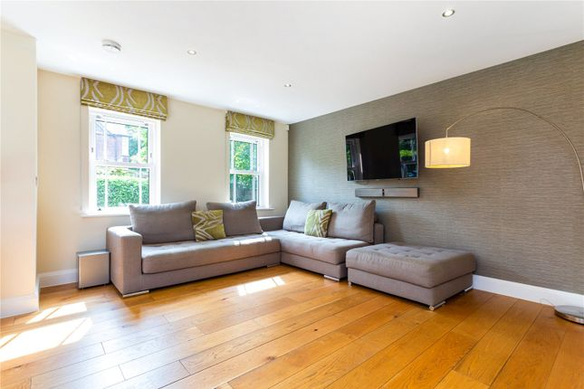 Family Room of Fortyfoot Road, Leatherhead, Surrey KT22
