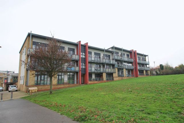 Thumbnail Flat to rent in Skylark Avenue, Greenhithe, Kent