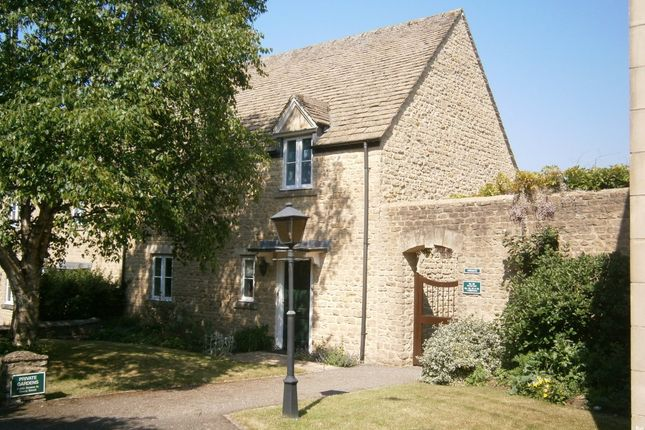 Thumbnail Semi-detached house to rent in The Playing Close, Charlbury, Chipping Norton