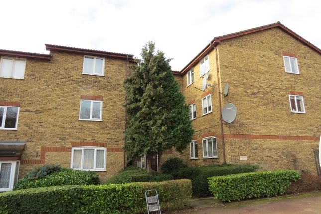 Thumbnail Flat to rent in Greenway Close, Friern Barnet