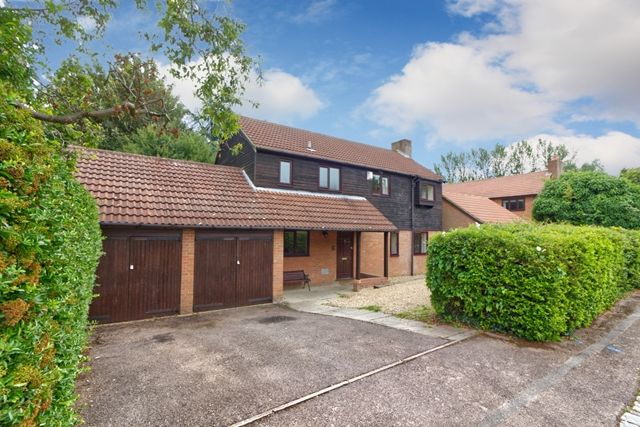 Thumbnail Detached house to rent in Linden Grove, Great Linford, Milton Keynes