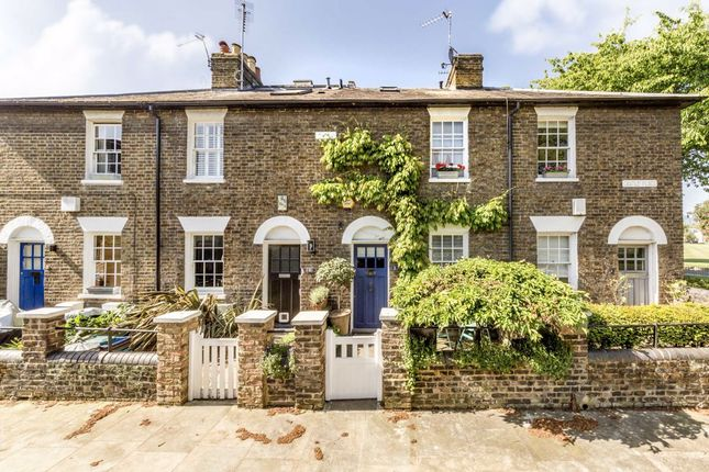 Thumbnail Property to rent in Castle Place, London